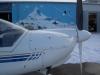 Zum Rangieren des Segelfluganhängers wurde der Motorsegler aus der Halle geschoben