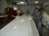 Die Tragflächen werden gründlich gereinigt und poliert