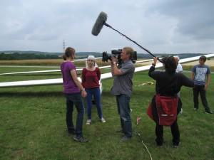 Fluglehrer und Flugschüler vor der Kamera