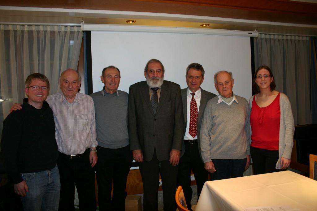 Von links nach rechts   Mark Heim (25 Jahre dabei), Günther Reum (25 Jahre), Karl Breuer (25 Jahre), Bruno Brenner (60 Jahre)   Dr. Christian Hentschel (1. Vorsitzender), Fritz Pfrommer (40 Jahre), Cindy Räuchle (2. Vorsitzende)